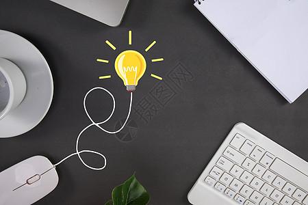 办公桌上的灯泡图片