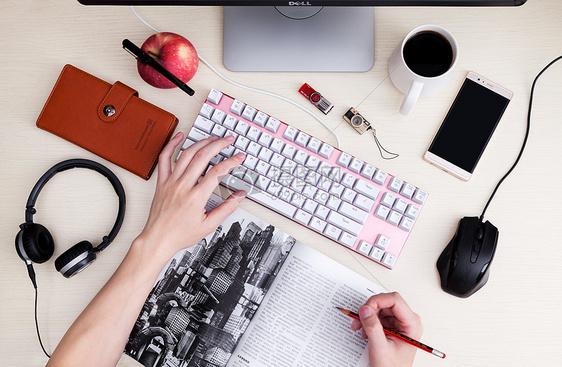 打字做方案办公商务素材图片