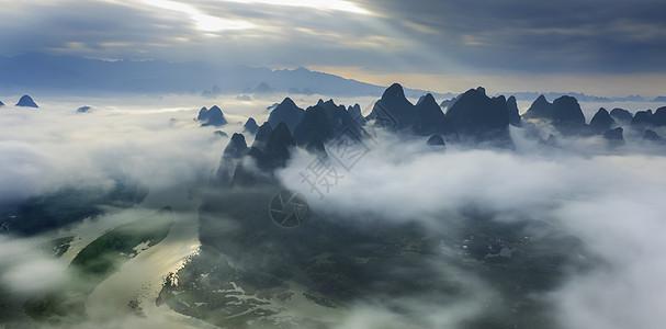 云雾缭绕的漓江图片