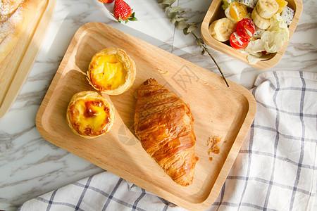 美味牛角包早餐图片