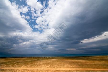 新疆赛里木湖气势素材云图片