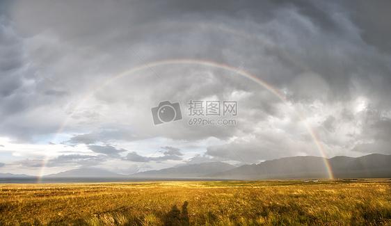 新疆草原暴雨后彩虹图片