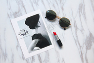 美妆口红墨镜时尚背景素材图片