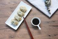 水饺静物木纹背景素材图片