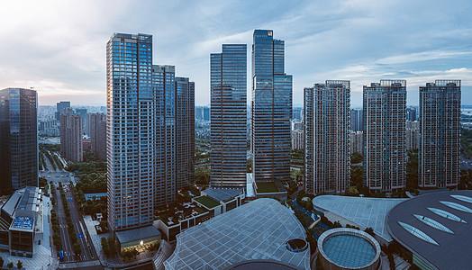 高楼林立的商业中心图片