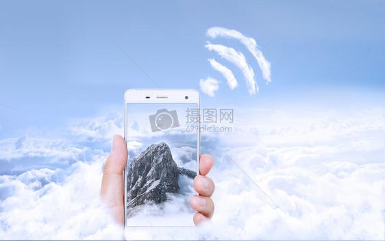 云层里的手机图片