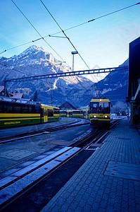 瑞士因特拉肯列车铁轨图片