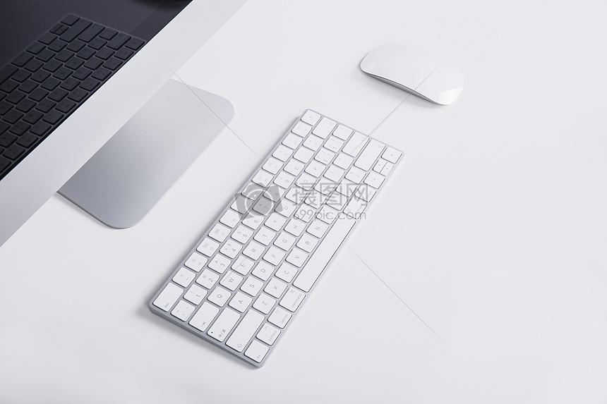 商务鼠标键盘电脑留白办公桌图片