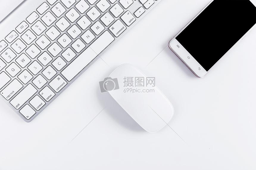 商务办公键盘鼠标手机桌面图片