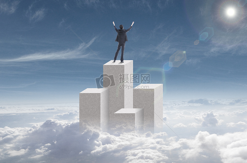云海中的成功男士图片