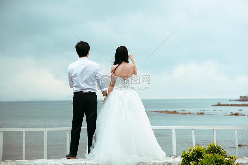 海边牵手看海婚纱背影图片素材 免费下载 jpg图片格式 VRF高清图片