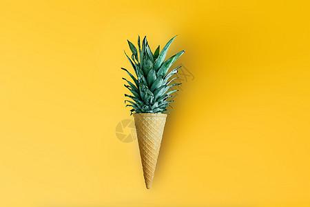 菠萝叶的冰淇淋蛋筒图片