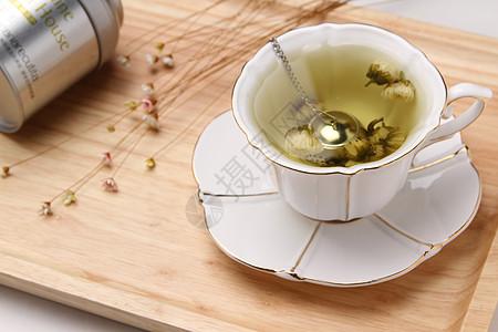 木质托盘上的花茶菊花茶胎菊图片