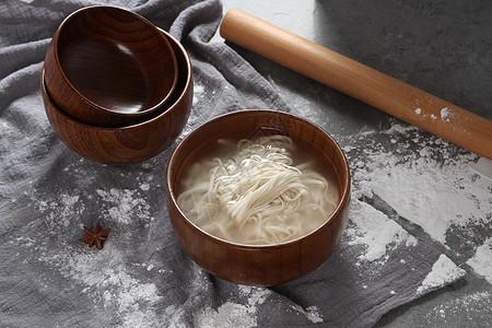 日式木质面碗高质感木碗面条素面图片