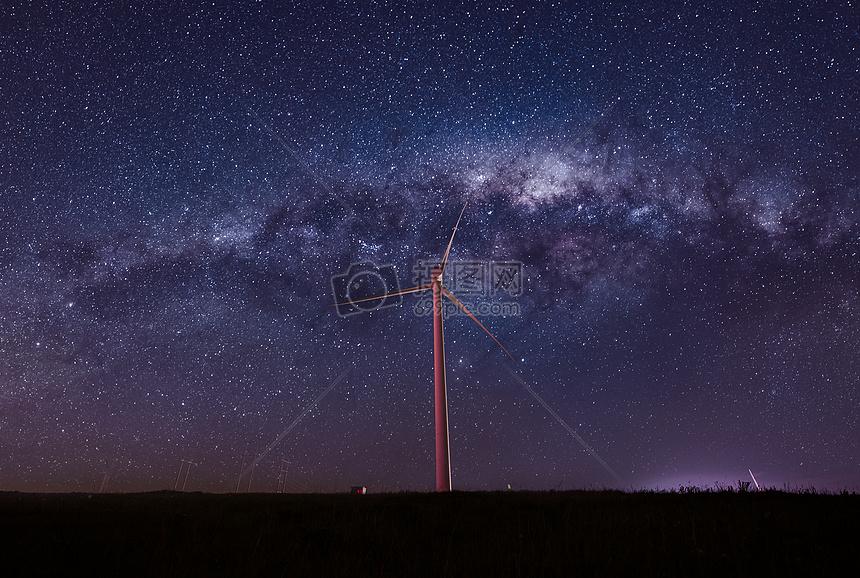 广阔草原星空银河图片