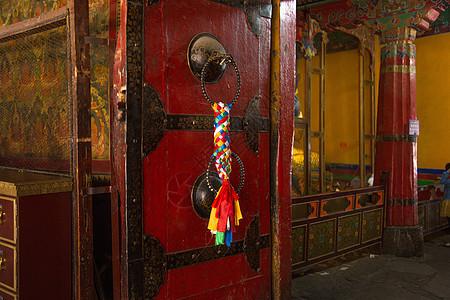西藏拉萨大昭寺特写的门图片