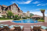 豪华度假酒店的户外游泳池图片