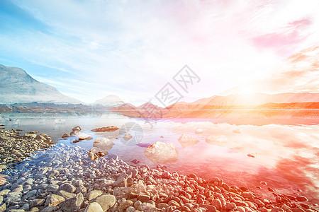 湖边美丽的日落图片