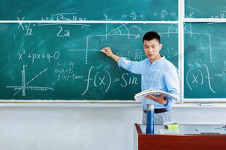 男老师上课图片