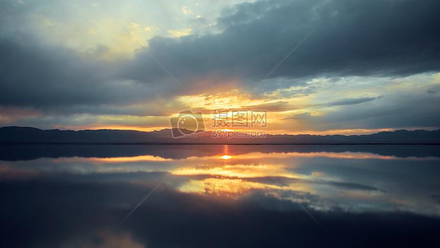 茶卡盐湖日落美景图片