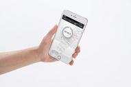 手握手机的现代化生活图片