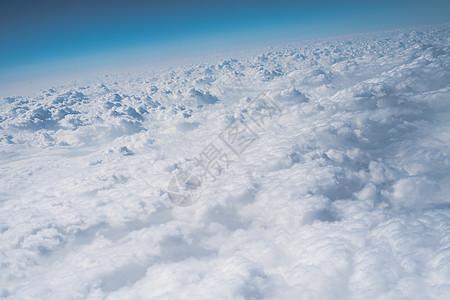 蓝天白云朵朵卷层云图片