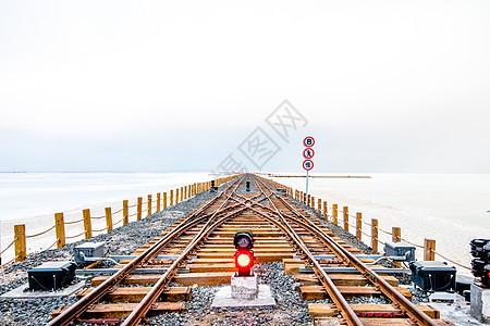 湖面上的铁轨-通向远方图片
