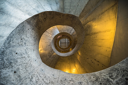 艺仓美术馆-螺旋石阶梯图片