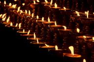 蜡烛酥油灯西藏寺庙香火图片
