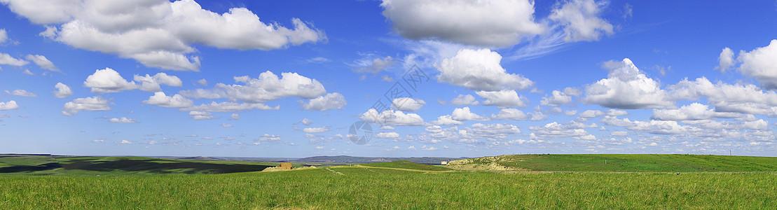 草原上的蓝天白云图片