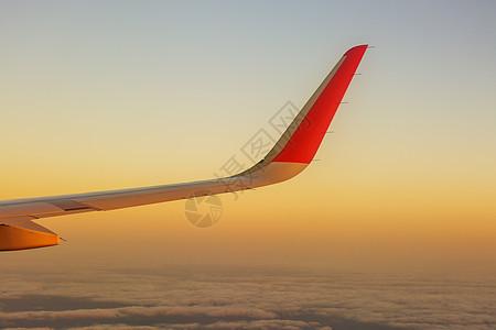 云端飞行图片