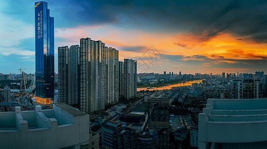 湖北武汉硚口越秀财富中心晚霞图片