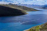 西藏羊卓雍错蓝宝石色调图片