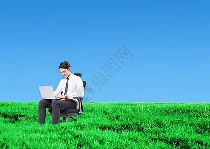 在草原工作的人图片