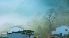 江西婺源山村晨雾图片