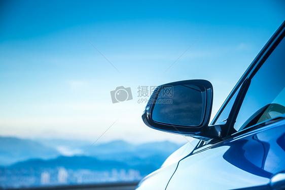 宝马汽车的车身以及特写图片