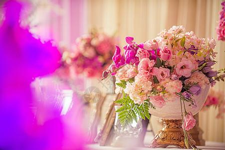 婚礼上的鲜花图片