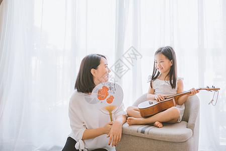温馨家庭母女教育游戏图片