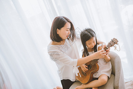 温馨家庭母女亲子教育图片