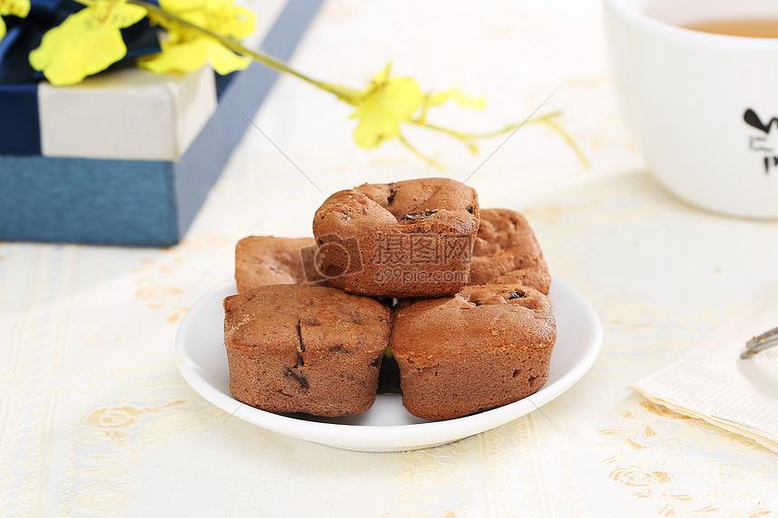 标签: 蛋糕食品食物美食美味巧克力蛋糕甜点糕点味道巧克力面包白底