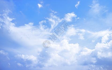 夏日晴朗天空图片