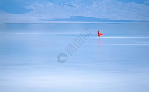 天空之境红衣美女图片