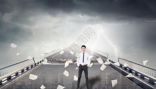 断裂的桥和商人图片