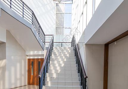 明亮通向未来的楼梯图片