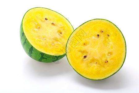 黄瓤西瓜对半切 白底图图片