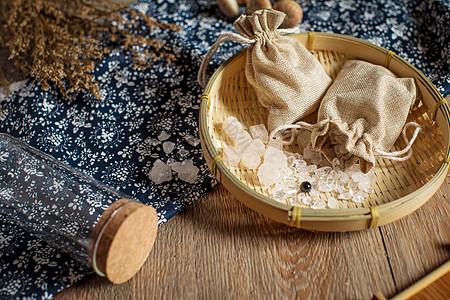 风水物品摆件家具木质感如意布币铜币水晶石瓶子包装盒图片