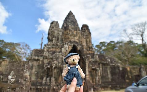 柬埔寨的蓝天白云石窟小熊图片