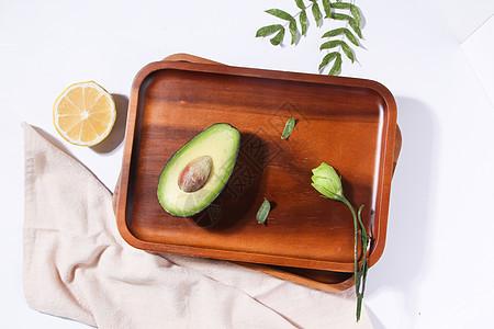 小清新干净牛油果木质托盘图片