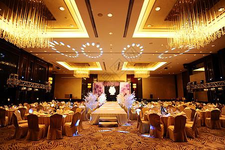 金色系婚礼舞台图片