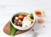 营养搭配的素食沙拉图片
